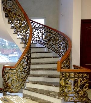 Thi công cầu thang xoắn bằng cầu thang nhôm đúc có sang trọng